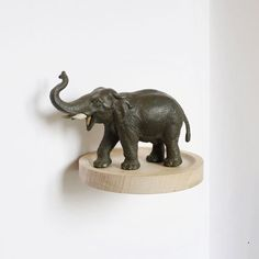 round minimalist wooden ledge for an elephant mensolina minimalista in legno rotonda per un elefante Cloud Shelves, Small Shelves, Moustache, Decoration, Art Decor, Home Decor, String Shelf, Everyday Objects, Home Living