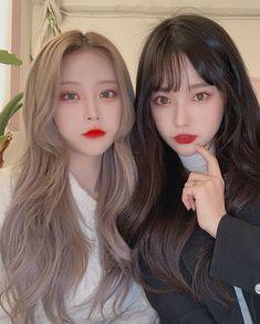 Pretty Korean Girls, Cute Korean Girl, Beautiful Blue Eyes, Beautiful Love, Ulzzang Couple, Ulzzang Girl, Korean Best Friends, Peach Makeup, Girl Couple