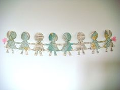 How do you cut a chain of paper dolls?