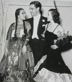 Dolores is photographed here with her COUSIN,  Ramon Navarro, the N°1 box office star of the late 1920s. That's a little known fact.