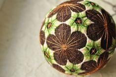 Второй шарик из комплекта с кистями. #темари #temariball