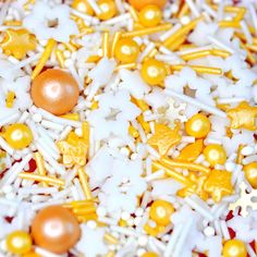 'Winter's Kiss' cake sprinkle mix. Made from natural ingredients and colourings. Suitable for: Gluten Free ☺ Halal ☺ Vegan ☺ Dairy Free ☺ Kosher ☺ Decorate cupcakes, cookies and cakes without having to worry about your guests with gluten and dairy allergies not being able to eat your baked goods. This pack contains white snowflakes, strands and non pareils, gold strands, stars and pearls, and luxury snowflake sprinkles. Perfect for Christmas. Vegan Christmas, Christmas Pudding, Christmas Baking, Christmas Cupcakes Decoration, Decorate Cupcakes, Star Cupcakes, Baking Cupcakes, A Touch Of Frost, Christmas Sprinkles
