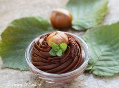 crema de ciocolata Sweets Recipes, Frosting, Good Food, Pudding, Cakes, Sweets, Deserts, Cream, Cake Makers