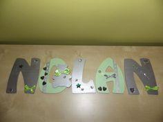 Prénom d'enfant en lettres en bois  peints et décorés NOLAN 2