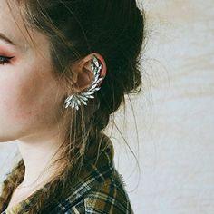 Blog Post - Ear Cuff Earrings - #fashion #earcrawlers #earcuffs #fashionista #blogger #fashionblogger #styletips #howto - Crystal ear cuffs