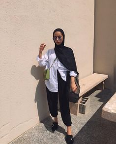 Clothing Styles For Women - Fashion Trends Hijab Fashion Summer, Modern Hijab Fashion, Street Hijab Fashion, Hijab Fashion Inspiration, Muslim Fashion, Modest Fashion, Fashion Outfits, Casual Hijab Outfit, Hijab Chic