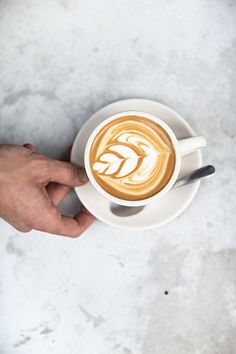 The Most Satisfying Cappuccino Latte Art - Coffee Brilliant Coffee Latte Art, Coffee Is Life, I Love Coffee, Coffee Cafe, Coffee Break, Best Coffee, My Coffee, Coffee Drinks, Morning Coffee
