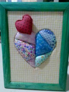 Quadrinho corações em patchwork embutido.
