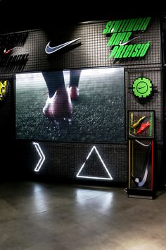 Futbolmania es una concept store centrada en el mundo del fútbol. Ven a visitar nuestra tienda de Barcelona y disfruta de una experiencia única.   Estamos en Ronda Sant Pau 25