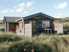 Zeebries: Blok hut op het strand.