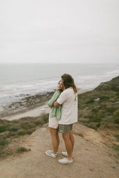 Obsessed with this sunrise couples shoot in southern california with bree and brock! Vintage beach photos, couples posing, fall transition outfits, surf couple, california style. Find more on the blog! Beba Vowels Socal Photographer