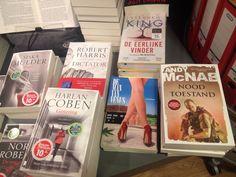 Fijn hoor...#demanvanvenus van #danielmeyer bij de Read Shop in Doorn. Ligt mooi tussen goed gezelschap...