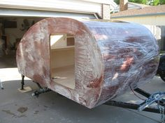 This beautiful DIY teardrop trailer was completely hand made in just 7 months. The finished DIY teardrop trailer is every campers dream. Building A Teardrop Trailer, Teardrop Camper Plans, Teardrop Caravan, Diy Camper Trailer, Teardrop Camper Trailer, Trailer Build, Airstream Trailers, Rv Campers, Micro Campers