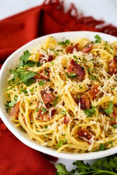 Pasta Carbonara is a classic pasta recipe that can be made in just minutes! If you're craving simple, hearty comfort food this spaghetti with bacon is it! Italian Pasta Recipes, Sicilian Recipes, Easy Pasta Recipes, Spaghetti Recipes, Bacon Recipes, Top Recipes, Cookbook Recipes, Dinner Recipes, Easy Carbonara Recipe