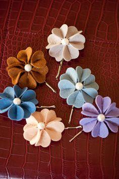 flower hair pins.. cute!