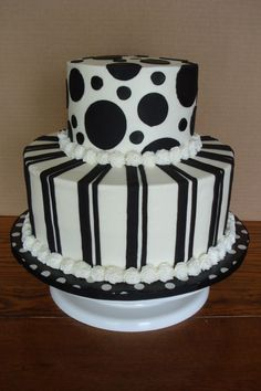 Love the geometric designs on this black and white cake.