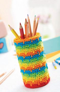 FREE PATTERN! Spike stitch crochet pencil pot
