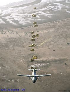 Parachuting from a French Armée de l'Air Transall tactical transport: The drop zone is marked by smoke. Airborne Army, 82nd Airborne Division, Military Helicopter, Military Aircraft, South African Air Force, Military Pictures, War Photography, Paratrooper, Military Life
