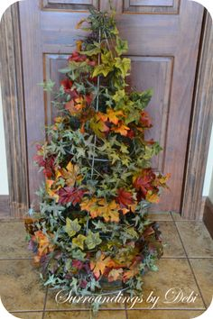 Gardening Tomato Create a Tomato Cage Topiary - Want a quick and easy way to add a topiary to your front door decor? Why not create a tomato cage topiary. A perfect way to accent you entrance. Tomato Cage Diy, Tomato Cage Crafts, Tomato Cages, Fall Topiaries, Topiary, Autumn Trees, Fall Leaves, Fall Projects, Craft Projects