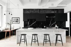 Need for a modern kitchen? Check out these chic, sleek modern kitch… Need for a modern kitchen? Check out these chic, sleek modern kitchen designs from Elle Decor. Photo by: Julia Robbs. Black Marble Bathroom, White Marble Kitchen, Black Kitchen Cabinets, Black Kitchens, Modern Kitchens, Kitchen Black, Contemporary Kitchens, Marble Bathrooms, Traditional Kitchens