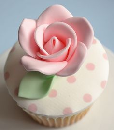 Flowers Cupcakes, Cupcakes Flores, Pretty Cupcakes, Beautiful Cupcakes, Yummy Cupcakes, Shabby Chic Cupcakes, Elegante Cupcakes, Fondant Cupcakes, Cupcake Cookies