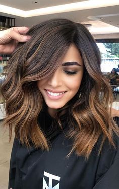 2020 hair trends Awesome Chocolate Caramel Hair Color Trends for Women in 2020 Hot Hair Colors, Hair Color Dark, Brown Hair Colors, Cool Hair Color, Medium Brown Hair Color, Fall Hair Colors, Blonde On Dark Hair, Amazing Hair Color, Brown Highlighted Hair