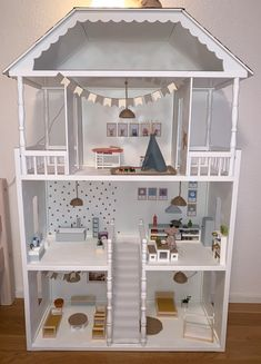 Check out this first rate dollhouse rooms - what a creative innovation Wooden Barbie House, Barbie Doll House, Barbie Dream House, Dollhouse Design, Wooden Dollhouse, Diy Dollhouse, Modern Dollhouse Furniture, Diy Barbie Furniture, Doll House Plans