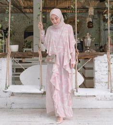 Muslim Fashion, Modest Fashion, Hijab Fashion, Fashion Dresses, Muslim Gown, Hijab Dress Party, Casual Hijab Outfit, Girl Hijab, Beautiful Hijab