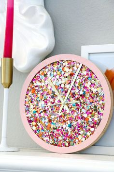 DIY Confetti Clock, DIY and Crafts, Last year I made a giant confetti clock using paper confetti shred from Target and while the clock looked cute, the end result wasn't really what I . Crafts For Teens To Make, Crafts To Sell, Easy Crafts, Diy And Crafts, Arts And Crafts, Crafts For The Home, Diy Crafts For Bedroom, Diy Confetti, Paper Confetti