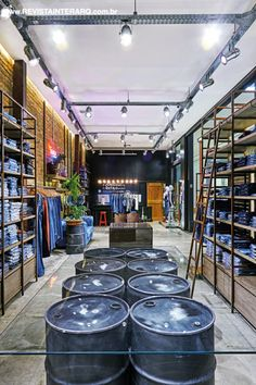 New Clothes Store Design Facade 60 Ideas Clothing Store Interior, Clothing Store Displays, Clothing Store Design, Container Shop, Store Layout, Boutique Interior Design, Retail Store Design, Store Interiors, Contemporary Home Decor