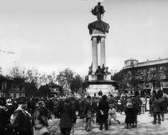 """TORINO , il monumento a Vittorio Emanuele II venne inaugurato il 9 settembre 1899 a venti anni dalla morte del re. Grandi furono i festeggiamenti il giorno dell'inaugurazione , corso Vittorio Emanuele II e via Roma furono illuminati a festa. I torinesi lo chiamano """"Barba Vigiu"""""""