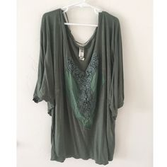 Boho Olive Green Free People Top A boho style top that has loose sleeves and loose around the body as well. Has a cute design ok the front. Color is an olive green. I bundle, just ask or use the bundle feature! Free People Tops Blouses