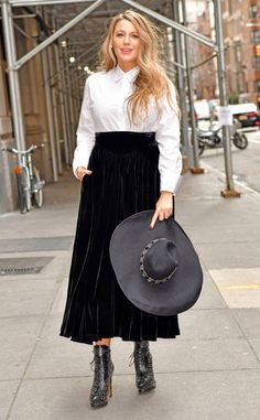 Monochrome Moment from Blake Lively's Marathon of Outfits Maxi Skirt Outfits, Chic Outfits, Red Velvet Heels, Powder Blue Dress, High Slit Dress, Wide Brimmed Hats, Lace Up Booties, Short Waist, Old Hollywood Glamour