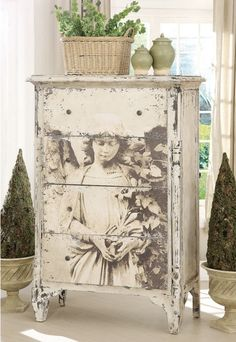 Chest of drawers with vintage picture