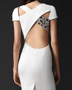 """9 curtidas, 1 comentários - Acquarius•lifestyle (@acquariuslifestyle) no Instagram: """"#burberry #cutout #back #dress"""""""