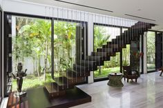 Private Villa Renovation by MM   architects (17) Escalera como la de casa pero en madera oscura