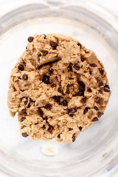 Chewy Vegan Chocolate Chip Cookies - ilovevegan.com #vegan Vegan Chocolate Chip Cookie Recipe, Tasty, Yummy Food, Vegan Butter, Cookie Dough, Vegan Recipes, Chips, Baking, Desserts