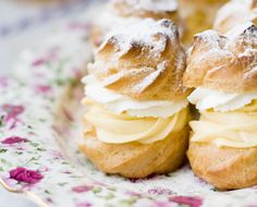 A Croatian staple: the cream puff. This is why you order dessert first. (click for #recipe from honestcooking.com)