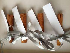 esküvői ültetőkártya - fahéj wedding guest cards - cinamon Wedding Favors, Cards, Decor, Wedding Keepsakes, Decoration, Marriage Gifts, Wedding Favors And Gifts, Map, Favors