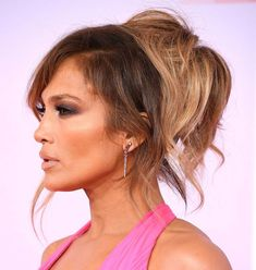 Apr 2020 - Ponytails are the best go-to hairstyle. They are quick to do and low maintenance. But the common misconception is that there are very few ponytail hairstyles to choose from. Check out these 50 ponytail styles to spice up your look. Cute Ponytail Styles, Fun Ponytails, Short Hair Styles, Ponytail Hair Extensions, Ponytail Extension, Ponytail Hairstyles, Girl Hairstyles, Hair Ponytail, Color Rubio