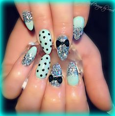 These days it's all about stiletto nails! They feature long length and trendy styles. Square-shaped nails have been replaced by pointy nails lately. Pointy Nails, Stiletto Nail Art, 3d Nail Art, Acrylic Nails, Fabulous Nails, Gorgeous Nails, Fancy Nails, Trendy Nails, Uñas Fashion
