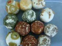 Bilute din branza de burduf Tasty, Yummy Food, Canapes, Finger Foods, Muffin, Appetizers, Cooking Recipes, Eggs, Breakfast