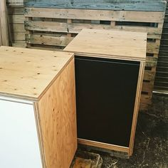 【pleco.jp】さんのInstagramをピンしています。 《ラーチ合板(針葉樹合板)で、水槽用キャビネット作ってみました。  表面はウレタン塗装で仕上げてます。 扉はメラミン化粧板、内側はポリ合板仕上にしてみました。  #家具 #ラーチ #ラーチ合板 #針葉樹合板 #水槽台 #メラミン化粧板 #アクアリウム #水槽用キャビネット #キャビネット  #furniture #furnituredesign #aquariumfurniture #aquariumstand #aquariumcabinet #woodwork #woodcabinet》