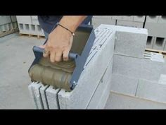Mise en œuvre du bloc TECHNITHERM - YouTube Icf Concrete, Concrete Block Walls, Cinder Block Walls, Cement Work, Building A Retaining Wall, Interlocking Bricks, Stucco Walls, Construction Tools, Container House Plans
