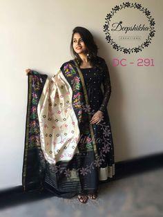 Kalamkari Dresses, Ikkat Dresses, Churidar Designs, Kurta Designs Women, Half Saree Designs, Saree Blouse Designs, Indian Designer Outfits, Indian Outfits, Designer Anarkali Dresses