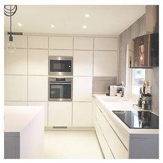 Modern white and calm #manobykvik kitchen at the home of @dobbelglede ❤️ #kvikkitchen #kvik #kitchen