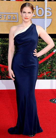 FINALLY! Love her on VEEP and can now love her on the red carpet. Anna Chlumsky in Sophe Theallet Resort.