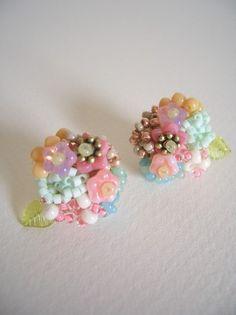花と木の実のピアス/ピンク