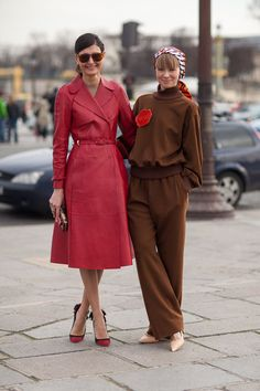 pretty birds of a feather stick together. Gio and Vika hangin out in Paris looking amazing. Paris. #GiovannaBattaglia #VikaGazinskaya #PFW