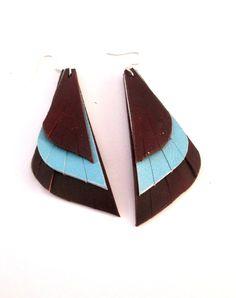 Pendientes cuero largos plumas que combinan azul y marrón de EnCuero en Etsy